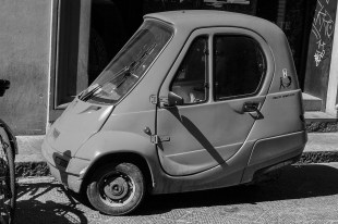 b&w - firenze, italian electric car