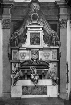 b&w - firenze, santa croce, michelangelo's grave