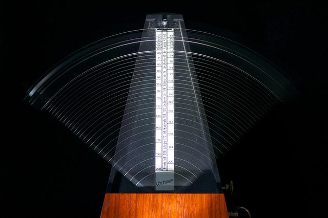 metronomes-812679_640