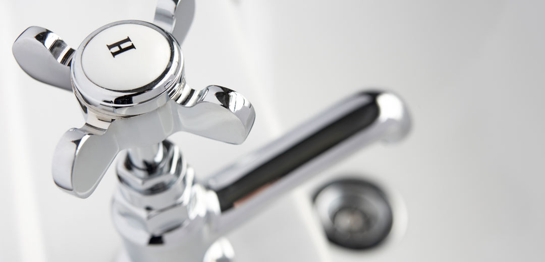 Bathtub hot water faucet