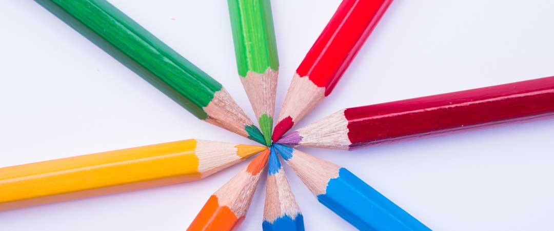 Color pencils in a circle