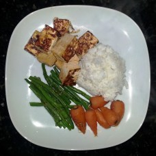 sauteed tofu with rice, green beans, carrots