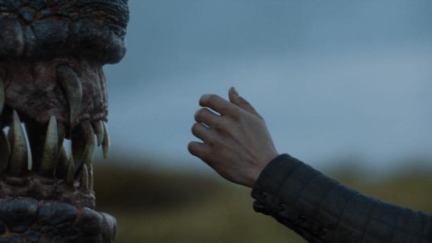 Game of Thrones 7 Jon Snow pets Drogon