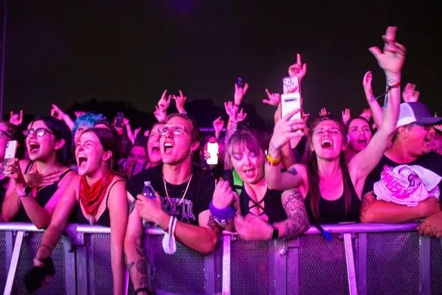 2021-09-19-crowd-10