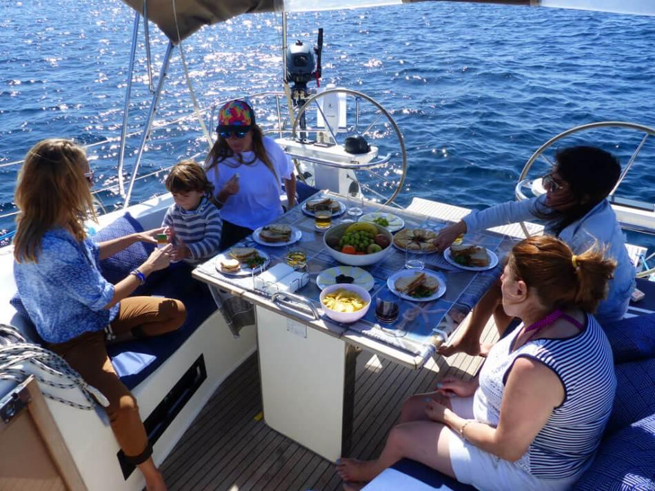 Privater Segelausflug mit gutem Essen und Trinken