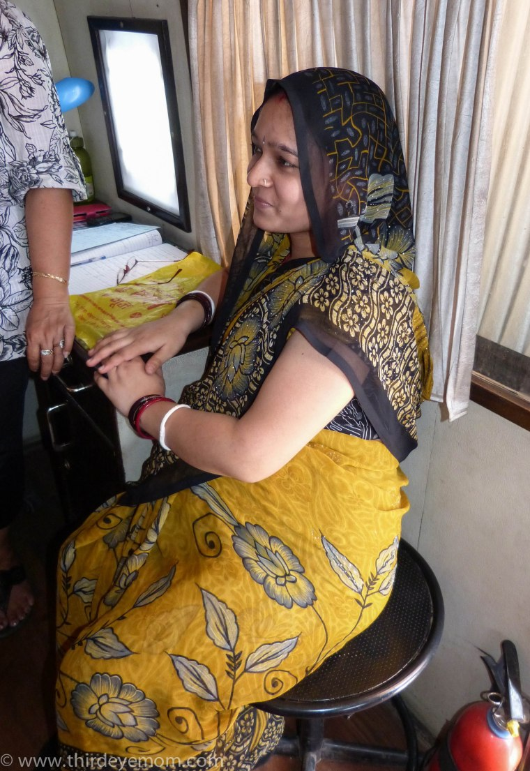 A pregnant woman receives a prenatal visit in a Mobile Health Unit in Delhi