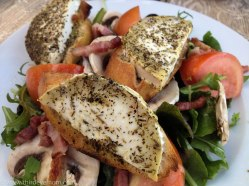 Salade au chevre chaud