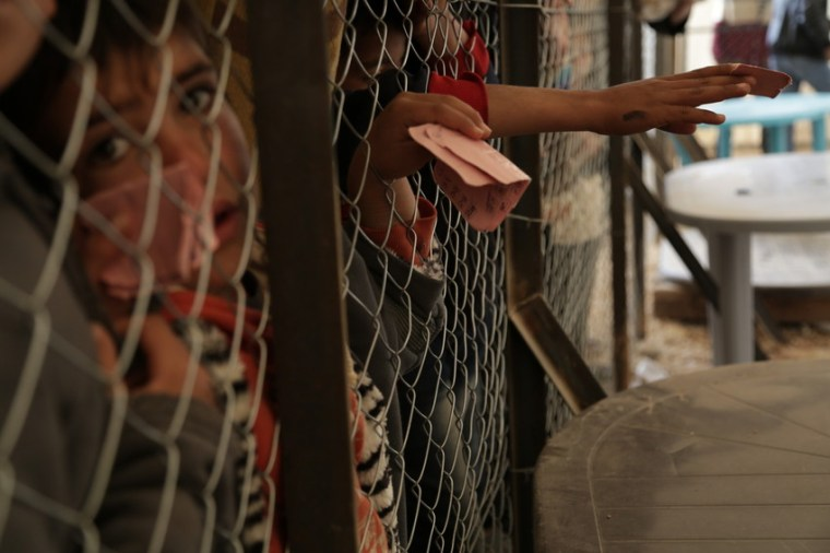 Save the Children distributes bread to residents of Za'atari refugee camp