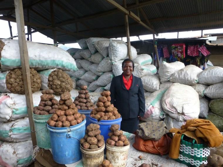 2013 Tanzania Pilinasoro BD- at business in market