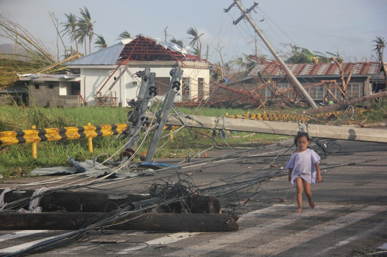 Destruction and downed power lines in the city of Tacloban. Photo credit: Save the Children