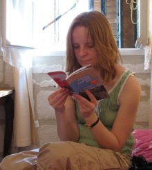reading Avignon guide book