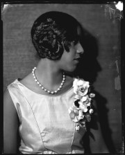 1920s flapper hairstyle