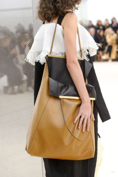 hbz-trends-2017-accessories-bags-oversize-celine-clp-rs17-0146