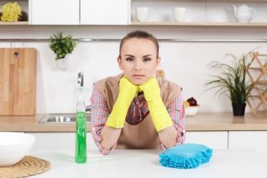お風呂掃除に最適なスポンジは?掃除しにくい床を磨く方法