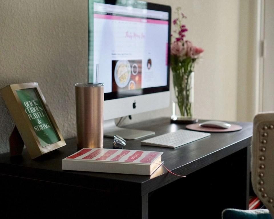 office, workspace, office space, interior decor, design, home office, home decor, home, blogger office, home office idea, home office decor, organization, living ideas, chic home office, ikea desk, fresh flowers, planners, agenda, mac, desktop, decorative box, books,
