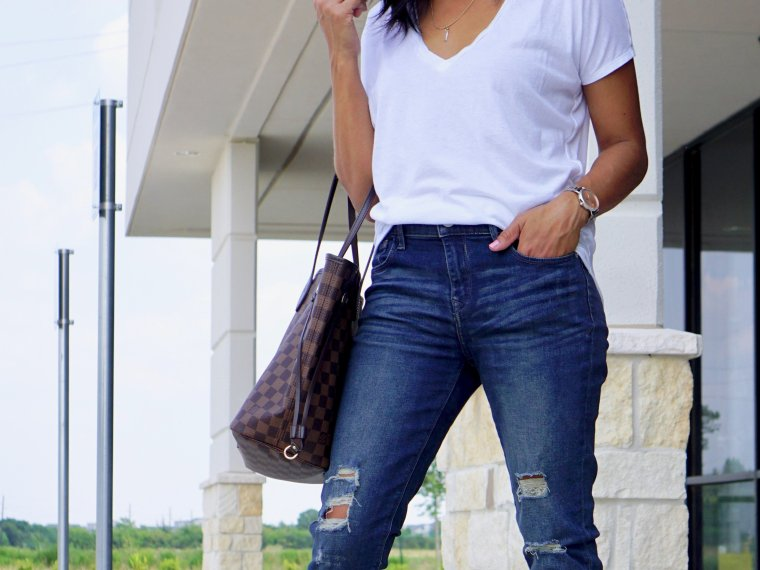 Trendy Thursday LinkUp + How to Style a Plain White Tee for Fall