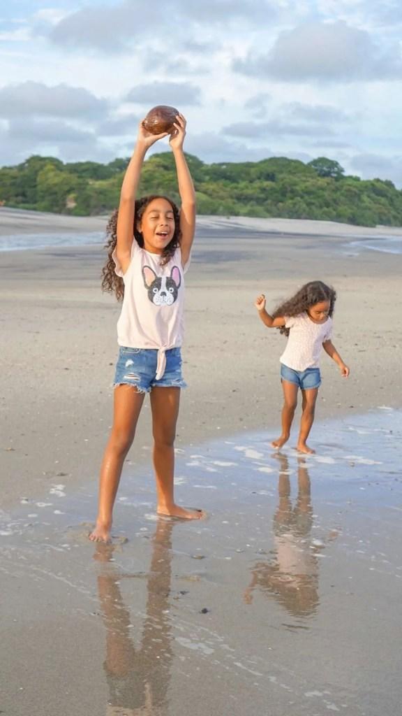 latina girl, latina kids, latina health, latina, infertility, family at the beach, mom and daughters, mom and daughters at the beach, beach, ocean,