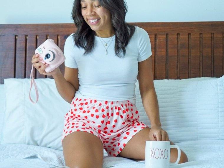 Trendy Thursday LinkUP + Stay at Home Valentine's Day Outfit Idea