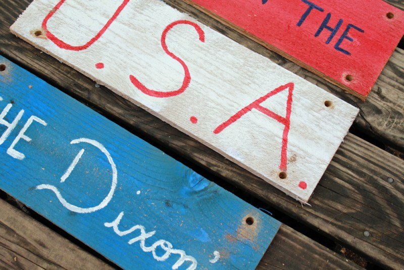 DIY Patriotic Hanging Sign