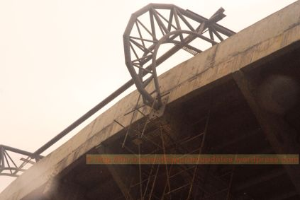 Roof truss anchors