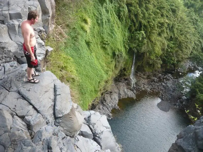 Hawaiian cliff jumping