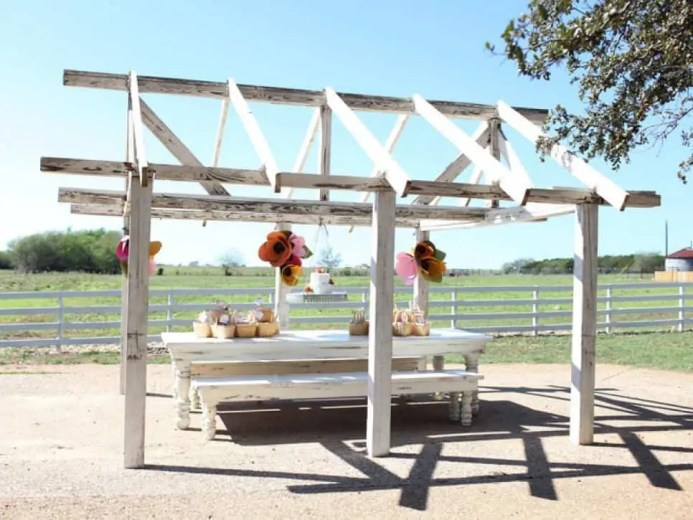 CI-Clint-Harp_Magnolia-Farms-outdoor-table_s4x3.jpg.rend.hgtvcom.966.725