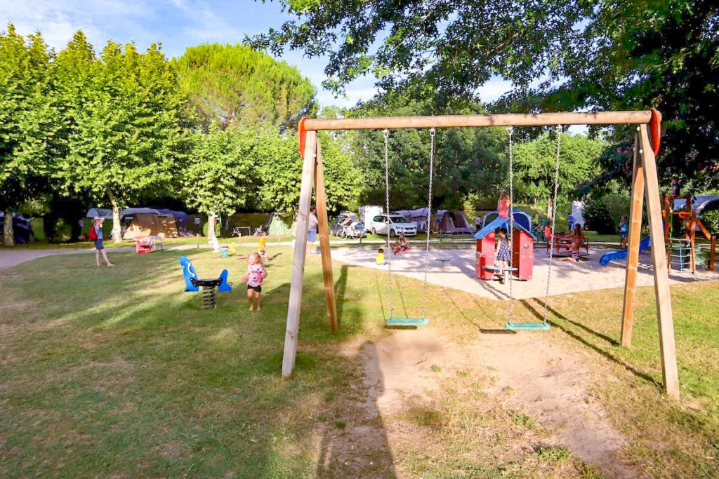 Kids' playground Camping le Capeyrou France - campsites on the dordogne river
