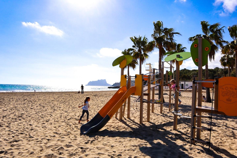 Playa de l'ampolla playground with kids, Moraira main beach