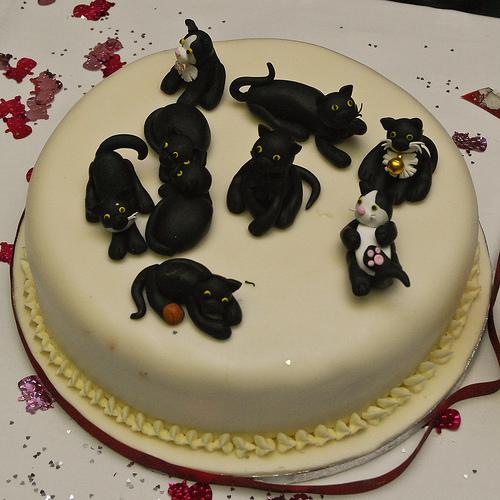 fathermickuk-black-cat-cake