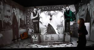 Bowies bedroom turns into a video display