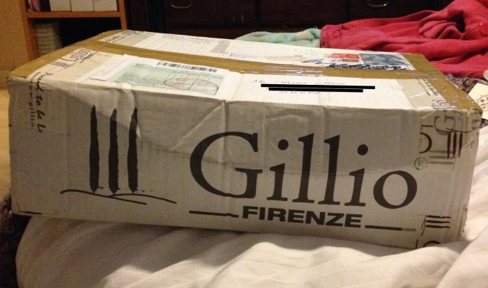 The box arrived two days before I was able to fetch it, so when I did I opened it as soon as possible, even though I hadn't even had time to make my bed that day!
