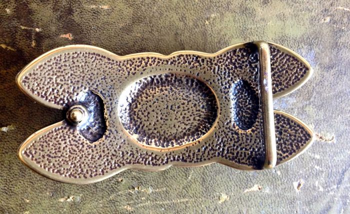The underside of the buckle. Easy peasy to use!
