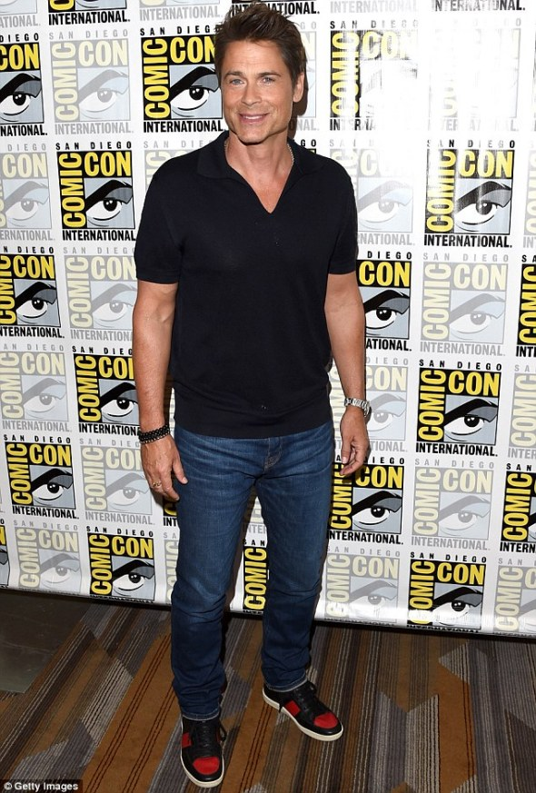 2A65525E00000578-3156312-Hard_to_resist_Rob_Lowe_appears_at_Comic_Con_in_San_Diego_on_Thu-m-67_1436541116818