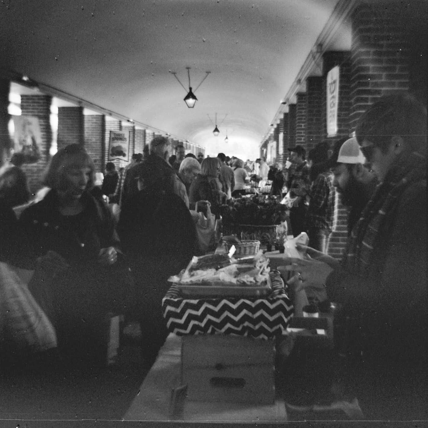 Black and White Headhouse Market