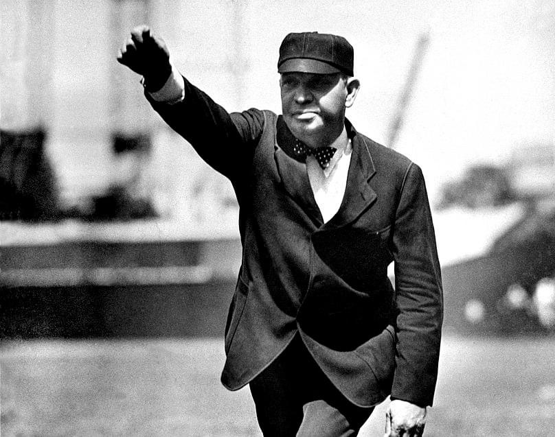 1905– ThePiratespull to within five games ofNew Yorkby overcoming a 5 – 2 deficit and beating the Giants, 8 – 5. UmpireBill Klemprovokes a barrage of garbage from the New York fans by tossingDan McGannandMike Donlinout of the game for abusive behavior.