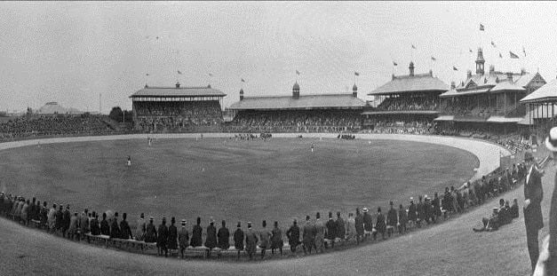 Chicago White Soxdefeat theNew York Giants, 5 – 4, before 10,000 spectators in anexhibition gameat theSydney Cricket Groundpart of the two teams' world tour