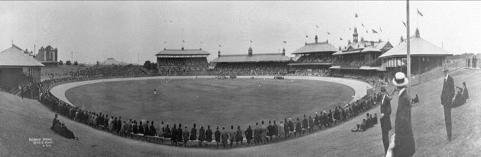Chicago White Sox defeat the New York Giants, 5 – 4, before 10,000 spectators in an exhibition game at the Sydney Cricket Ground part of the two teams' world tour