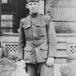 Hank Gowdyof theBoston Bravesbecame the first major leaguer to enlist inWorld War I. Gowdy will also serve inWorld War II.