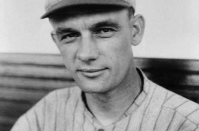 Rube Marquard pitches his final victory as a Robin, a 4 – 2 win over his former team, the Giants, and allows just five hits. The Giants will lose tomorrow to Boston and the Robins will clinch the pennant.
