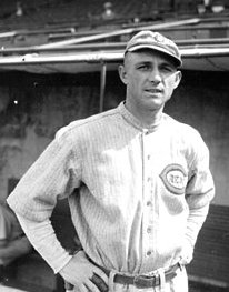 The Cincinnati Reds trade Heinie Groh to the New York Giants for George Burns, Mike Gonzalez and cash.