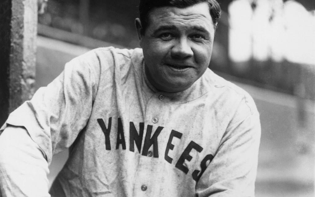 At Cleveland'sLeague Park, a crowd of 31,000 watch theYankeeshold back theIndians, 8 – 3, in the final of a six-game series. In the 7th,Babe Ruthparks his 43rd homer of the year andLou Gehrigfollows with another home run, both offEmil Levsen. Gehrig adds three doubles and five RBIs to lead the Yankee charge.Dutch Ruetherpicks up the New York win.