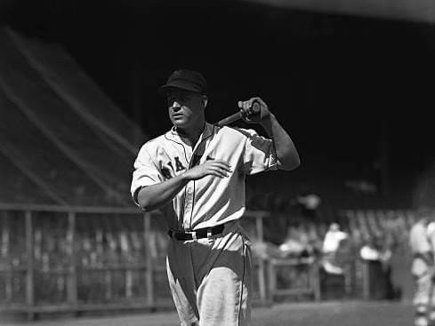 1935–GiantsOFHank Leiberties the major-league record with two home runs during an 8-run, second-inning assault on theCubs.
