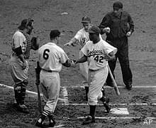 TheNational Leaguedefeats theAmerican League, 3 – 2, in the1952 All-Star Gamebehind the pitching ofPhiladelphia'sCurt SimmonsandCubBob Rushin Philadelphia. The game is ended after five innings because of rain. CubHank Sauer's homer withStan Musialaboard in the 4th proves to be the deciding run.