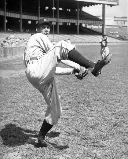 Hal Newhouserof theTigerswins his 200th game. It is his last win for Detroit, who will release him in early1953.