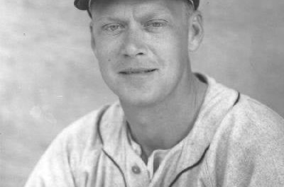 The Baltimore Orioles purchase veteran outfielder Hoot Evers from the Tigers.