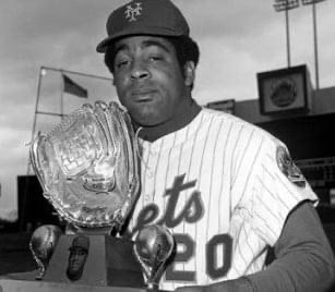 1970 – The Sporting News announces Gold Glove Award selections. Chicago White Sox shortstop Luis Aparicio wins the ninth and final honor of his career, while New York Mets outfielder Tommie Agee becomes the first position player to win it in each league. Aparicio has now won a gold glove in the 1950s, 1960s, and 1970s, while Agee also won the honor with the White Sox during his 1966 Rookie of Year season.