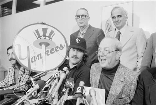 """New York Yankees announce the signing of free agent pitcher Jim """"Catfish"""" Hunter"""