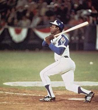 Hank Aaron makes history passing Babe Ruth for the most Homeruns all time