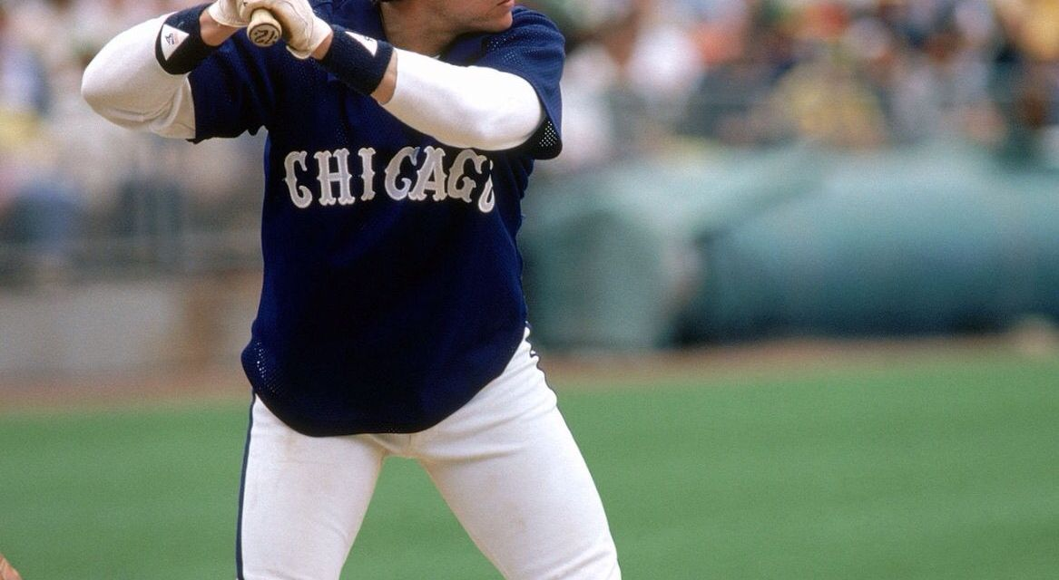 Carlton Fisk leaves the Boston Red Sox to sign a free agent contract with the Chicago White Sox