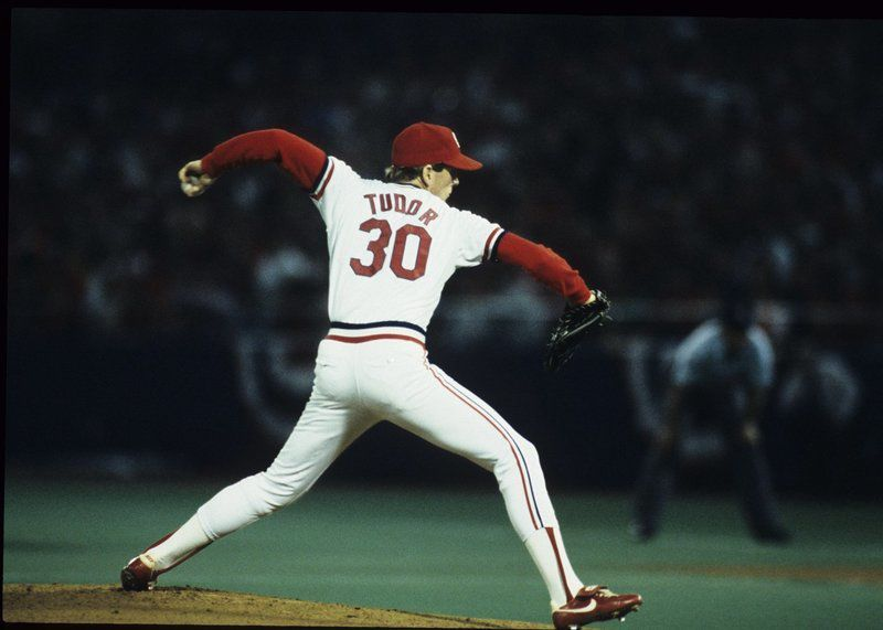 John Tudorpitches a five-hit, 3 – 0 victory over theKansas City Royals, giving theSt. Louis Cardinalsa 3-1 lead in theWorld Series.